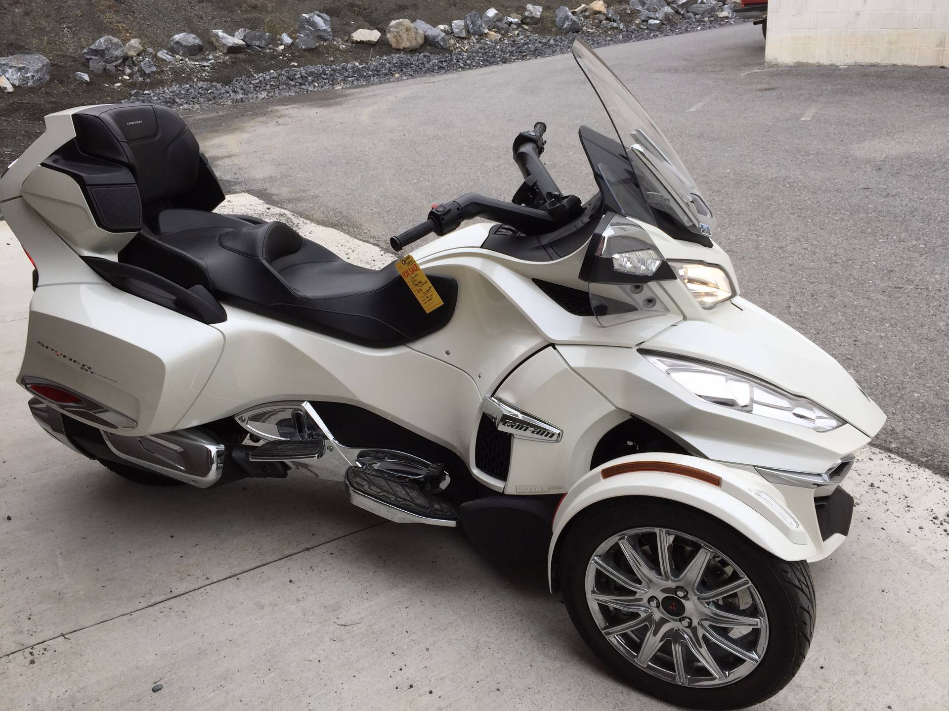 2014 can am spyder rt limited reviews prices and specs holidays oo. Black Bedroom Furniture Sets. Home Design Ideas