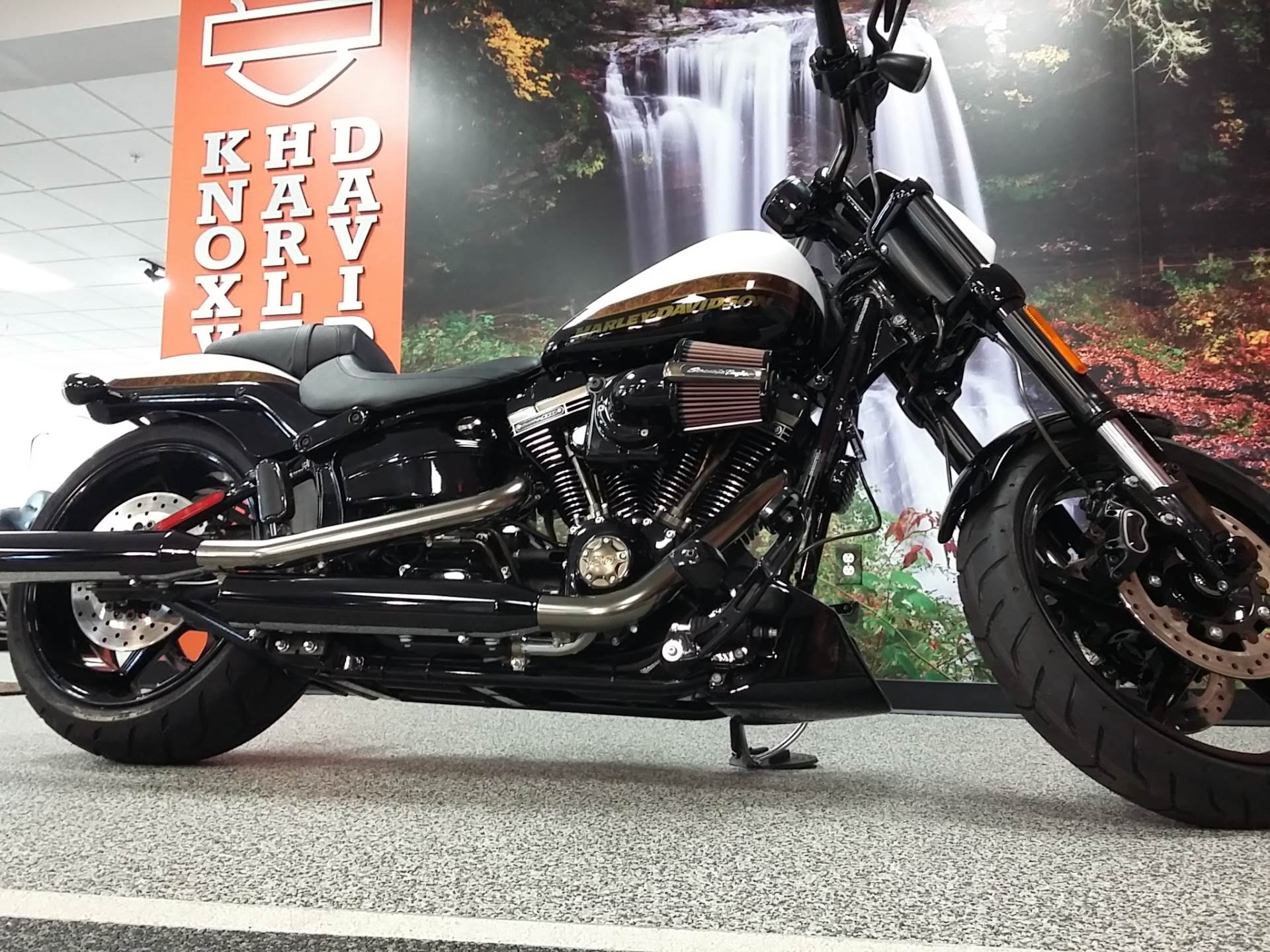2016 Harley-Davidson CVO™ Pro Street Breakout® in Knoxville, Tennessee