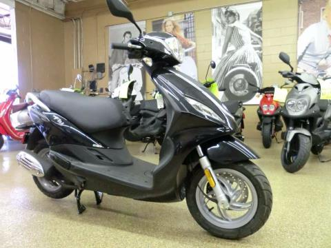 2015 Piaggio Fly 150 3V in Downers Grove, Illinois
