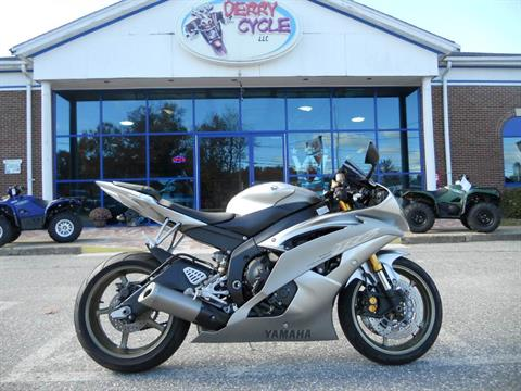 2008 Yamaha YZF-R6 in Derry, New Hampshire