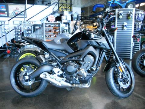 2016 Yamaha FZ-09 in Derry, New Hampshire