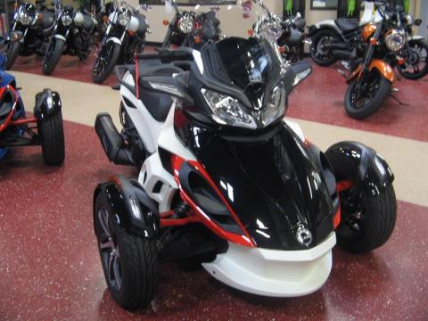 2015 Can-Am Spyder® ST-S SE5 in Escondido, California