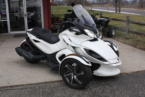 2014 Can-Am Spyder® ST-S SE5 in Franklin, Ohio