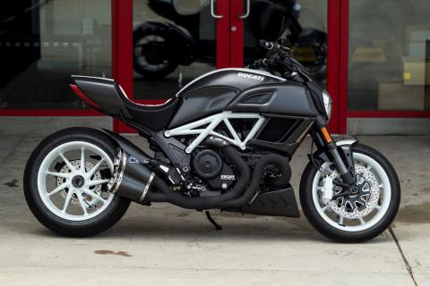 2015 Ducati Diavel Carbon in Thousand Oaks, California
