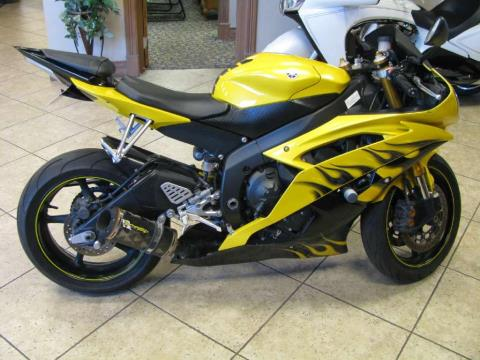 2008 Yamaha YZF-R6 in Carol Stream, Illinois