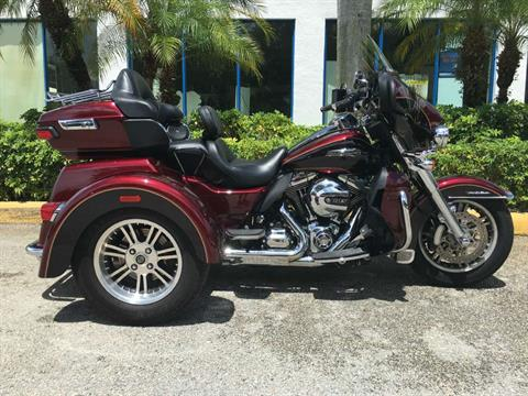 2014 Harley-Davidson Triglide Ultra FLHTCUTG in Davie, Florida