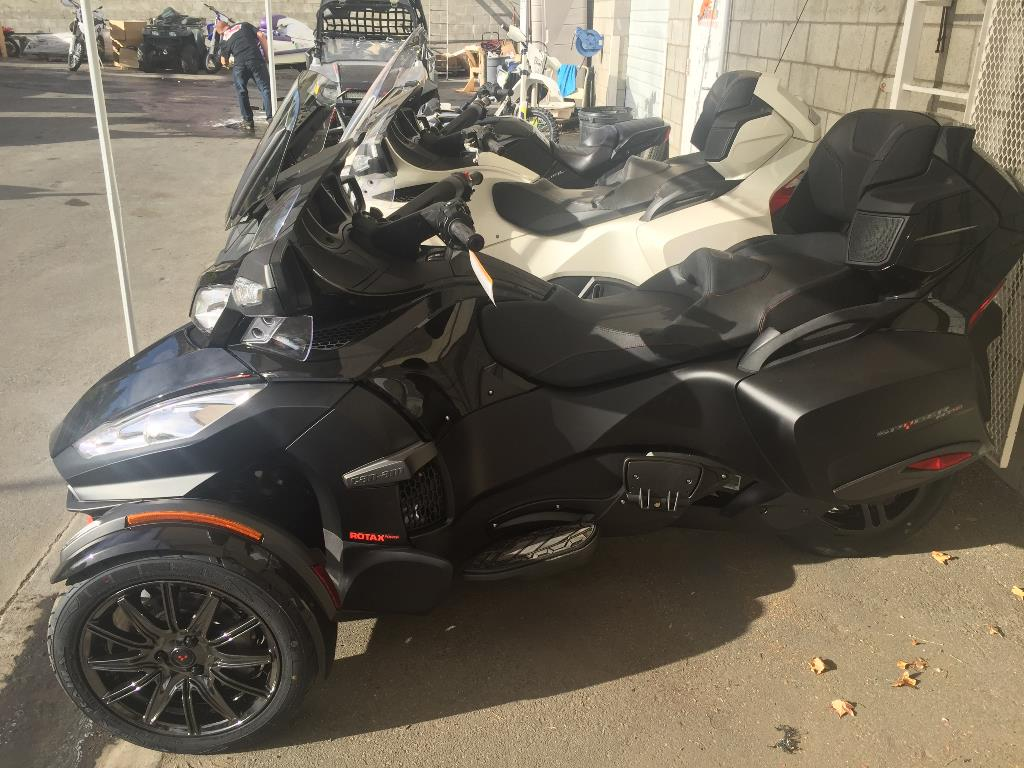 2016 Can-Am Spyder® RT-S Special Series in Castaic, California