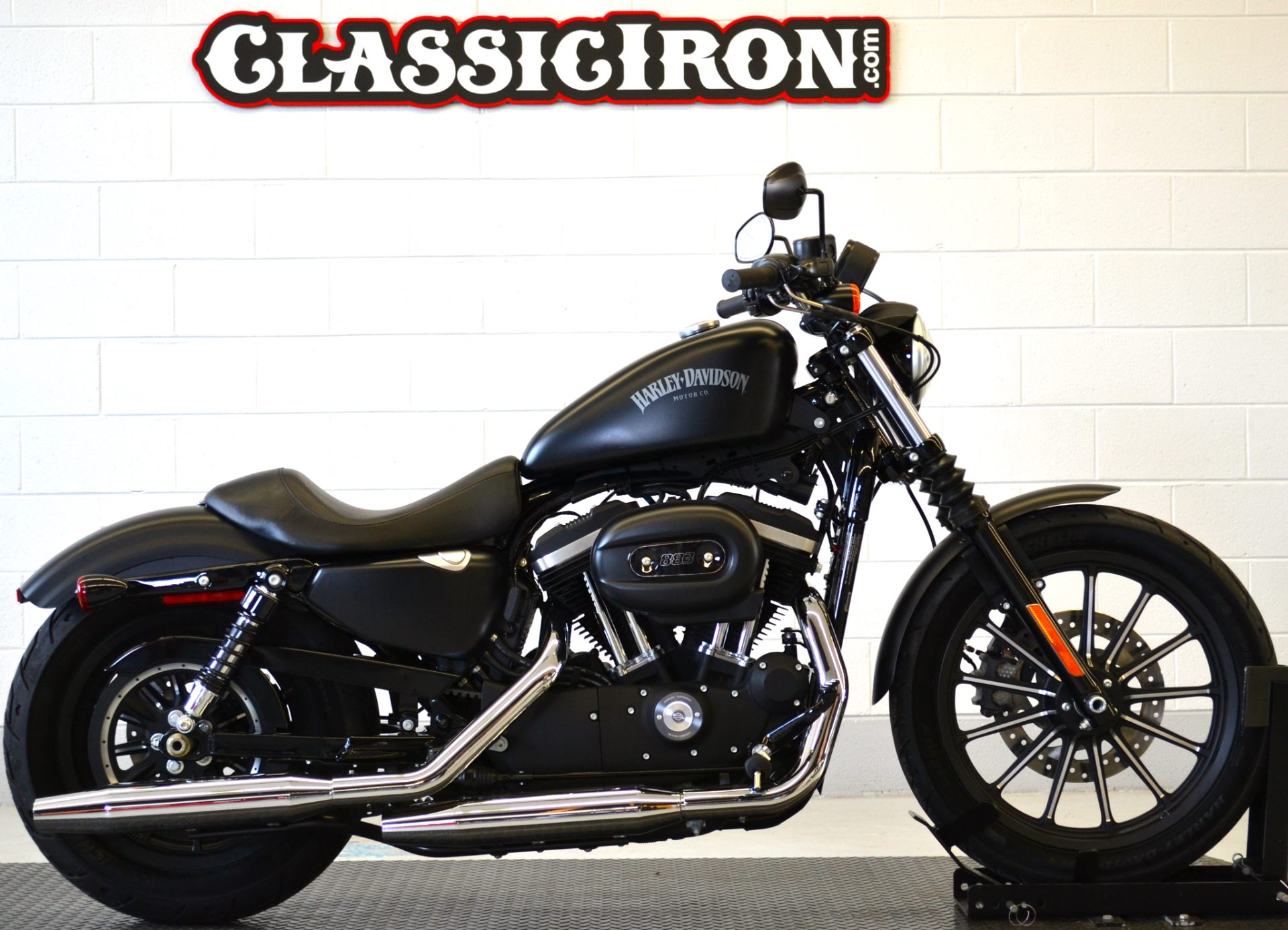 2015 Harley-Davidson Iron 883™ in Fredericksburg, Virginia