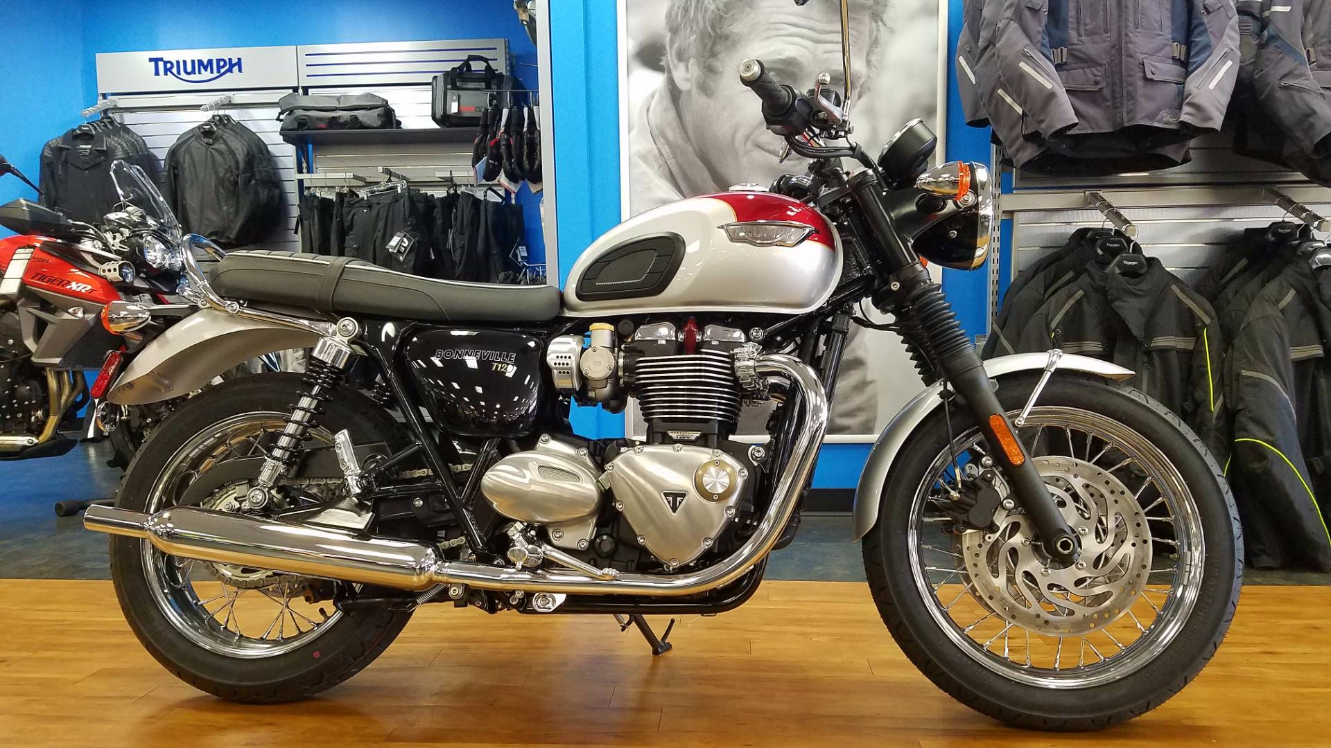 2017 triumph bonneville t120 red silver 2017 triumph for Honda and yamaha of knoxville