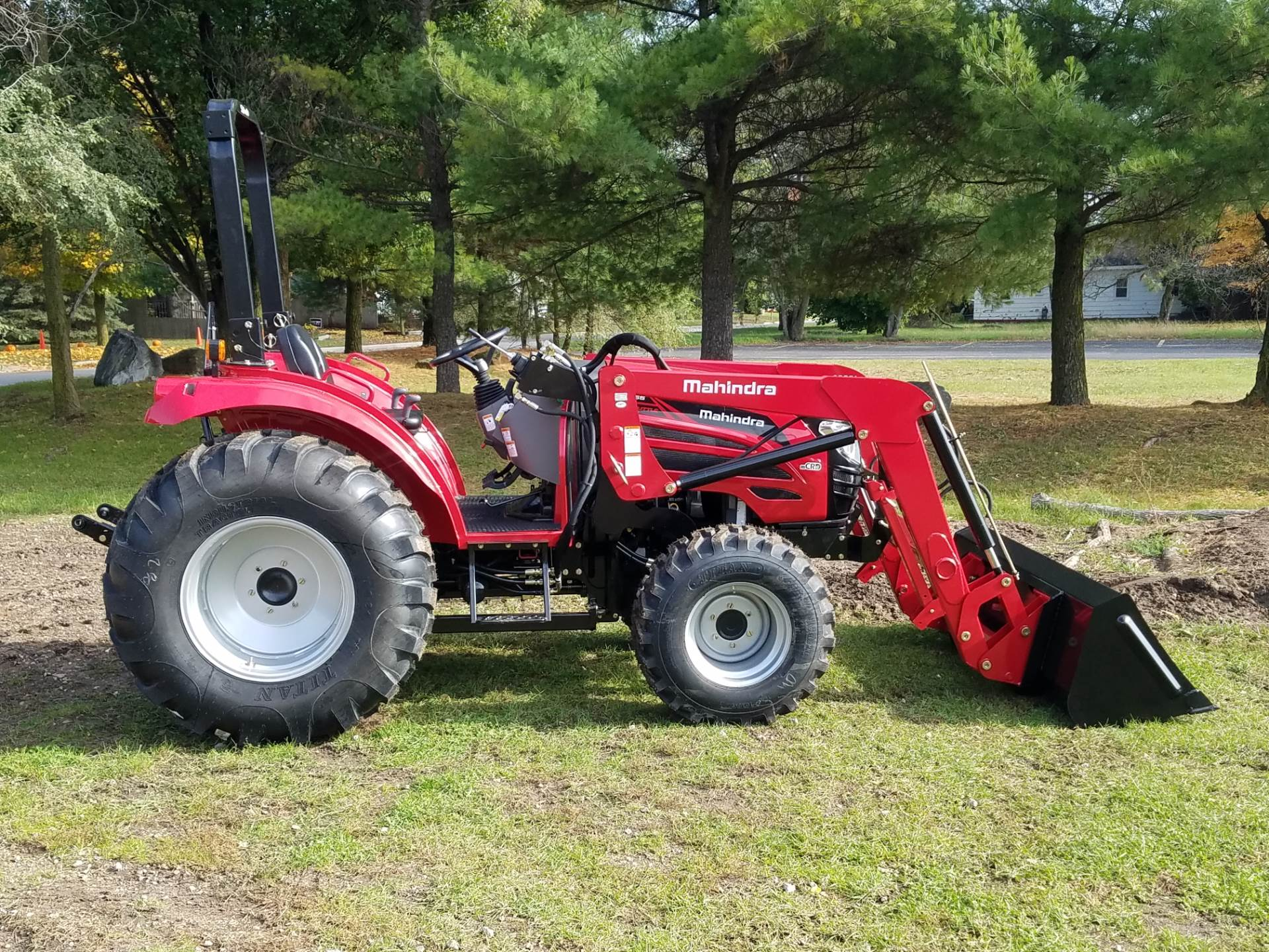 2016 Mahindra 2555 HST in Mount Pleasant, Michigan