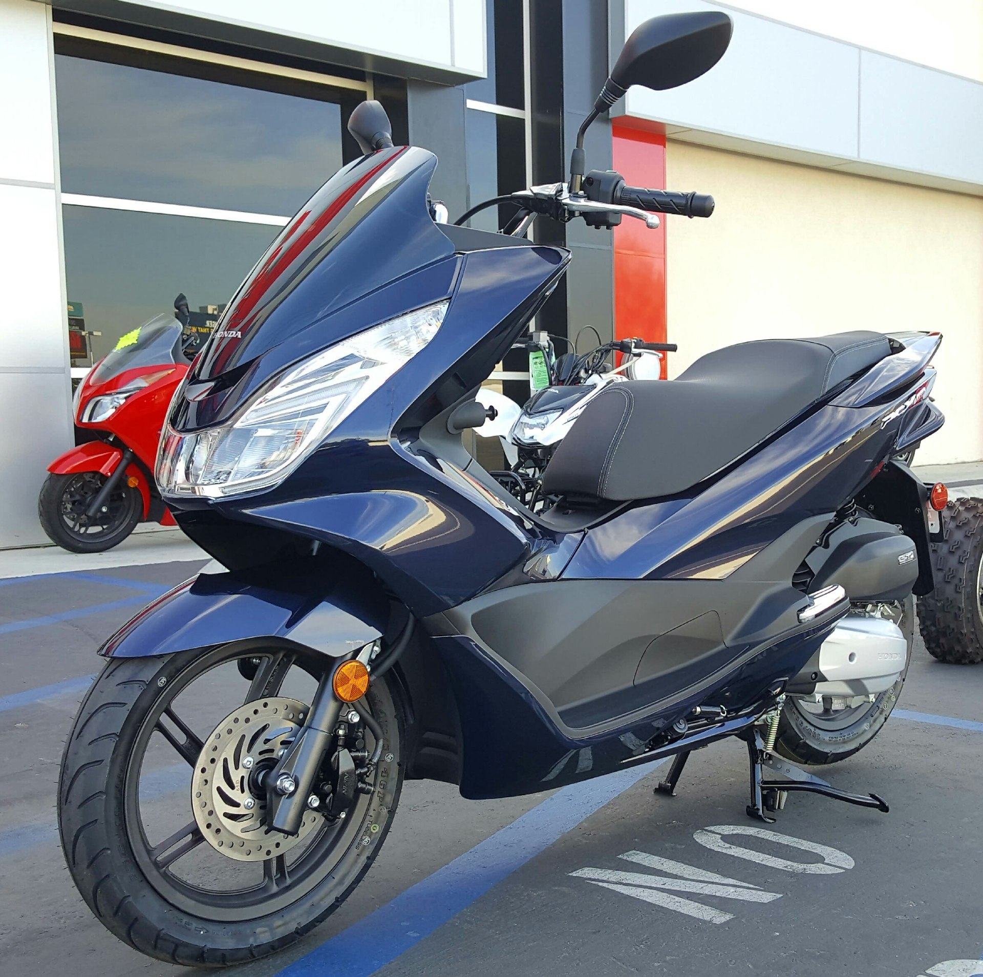 new 2017 honda pcx 150 scooters in carson ca. Black Bedroom Furniture Sets. Home Design Ideas