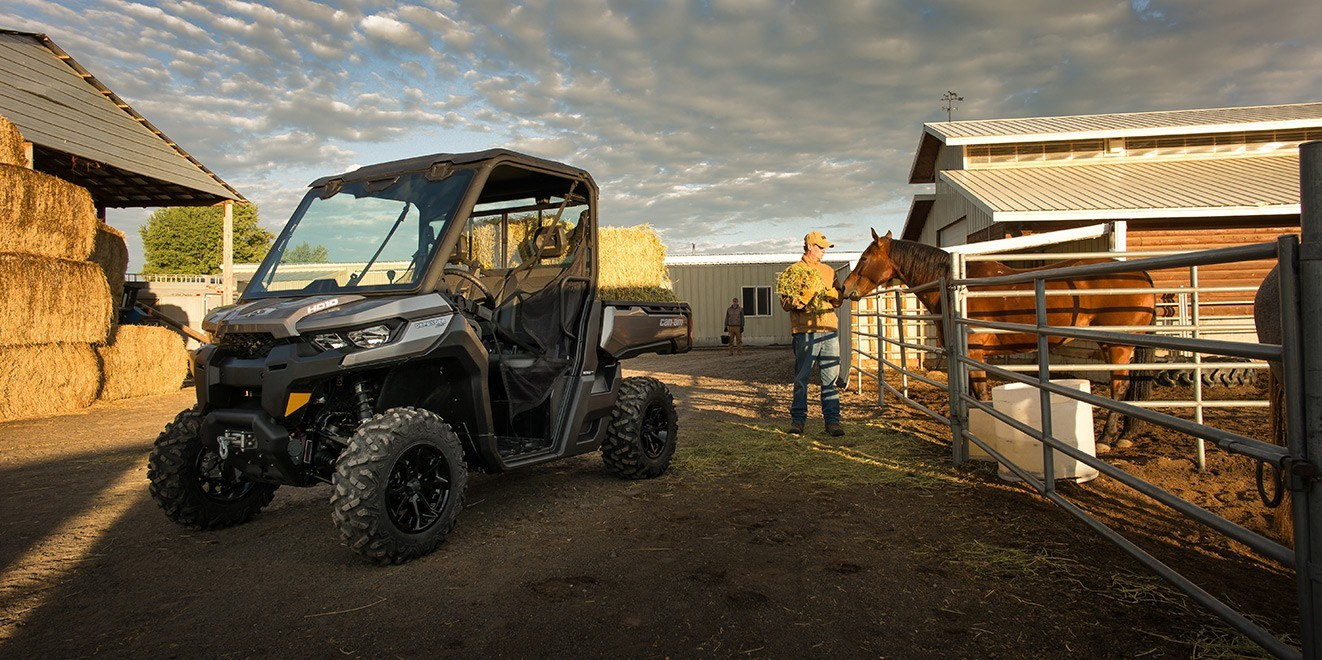 2017 Can-Am Defender Mossy Oak Hunting Edition in Brighton, Michigan