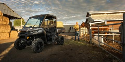 2017 Can-Am Defender Mossy Oak Hunting Edition in Yakima, Washington