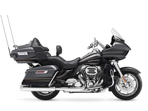 2016 Harley-Davidson CVO™ Road Glide™ Ultra in Richmond, Indiana
