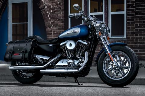 2017 Harley-Davidson 1200 Custom in Davenport, Iowa