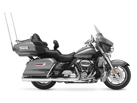 2017 Harley-Davidson CVO™ Limited® in Manchester, New Hampshire