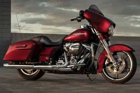 2017 Harley-Davidson Street Glide® Special in Chippewa Falls, Wisconsin