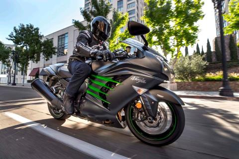 2015 Kawasaki Ninja® ZX™-14R ABS in Mount Pleasant, Michigan