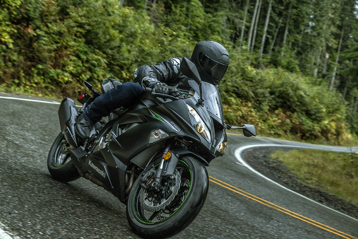 2016 Kawasaki Ninja® ZX™-6R in Mount Pleasant, Michigan