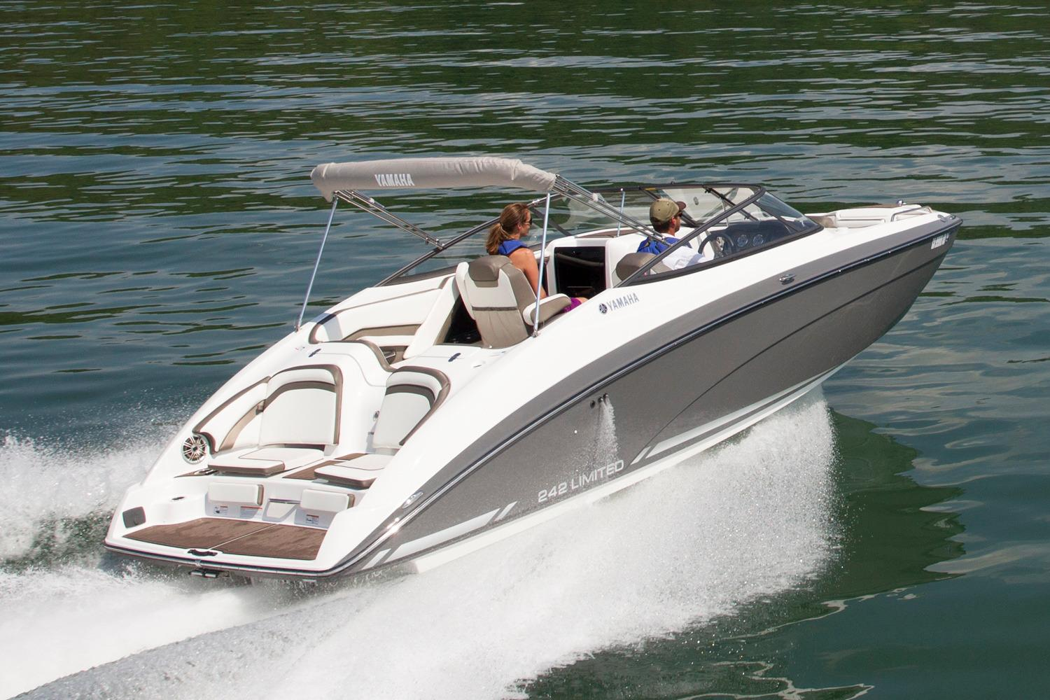 2016 Yamaha 242 Limited in South Windsor, Connecticut
